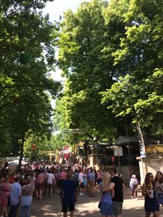 エアランゲンの丘陵地で毎年5月に行われるビアフェスタ。近隣都市からも大勢の方が訪れる。